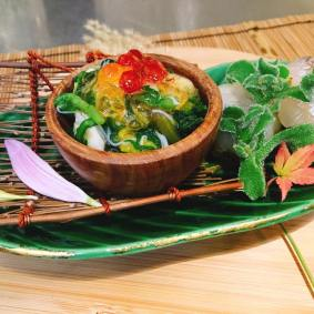 "Assortment of Appetizer (Hassun) : Dangeness crab salad mixed with edible crysantimum leaves and petal smelt sushi steamed baby taro ""Kinukatugi"" style"