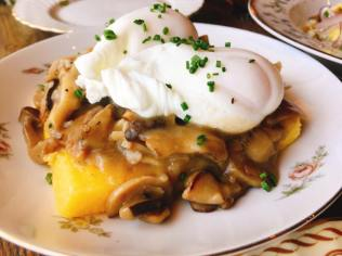 Stone Ground Polenta - Roasted mushroom gravy, poached egg
